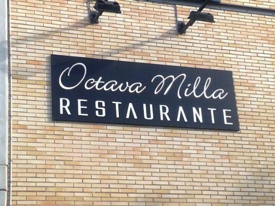 Octava Milla: Cartel restaurante