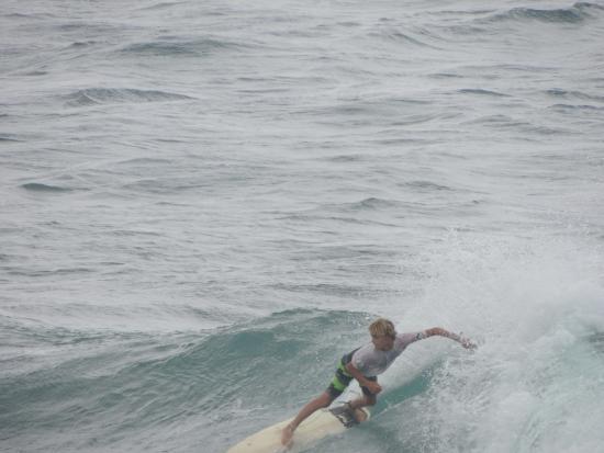 Paia, Hawái: Surfer at Ho'okipa Beach