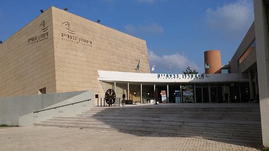 Giv'atayim Theater