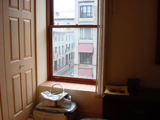 Habitation du Vieux Montreal: View of Saint Paul and Boul St-Laurent from bedroom