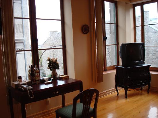 Habitation du Vieux Montreal: View of Rue Saint Paul