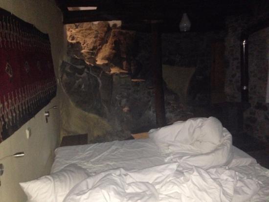 Milia, Yunani: Room 16, basement bedroom