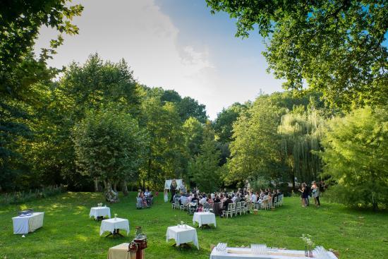La Bastide Clairence, France : Parc idéal pour réception ou cocktail
