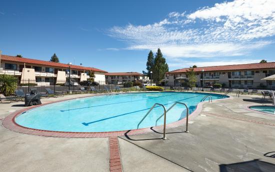 Sandman Hotel: Pool Area