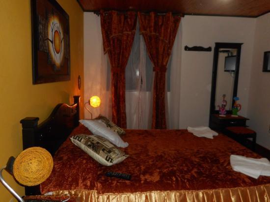 Posada Martha Tolima: aquí nos quedamos. es la habitación amarilla os la recomiendo