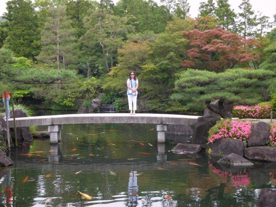 Koko En Garden: Pond And A Stone Bridge