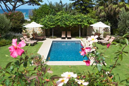 Rodwell House: garden and pool