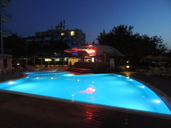 Faustina Hotel: PISCINA