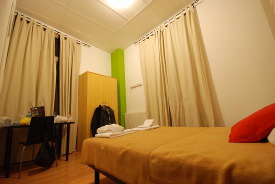 Hostal La Palmera: room