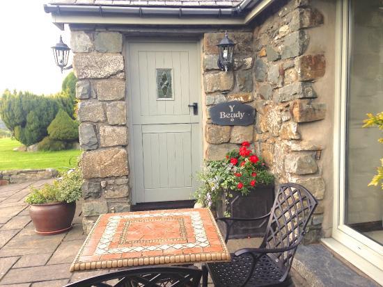 Gellilydan, UK: Y Beudy (3) Beautiful One room B&B suite with jacuzzi bath & snacks area