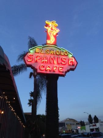 El Cholo Restaurant: Can't miss their sign! Valet Parking about $5