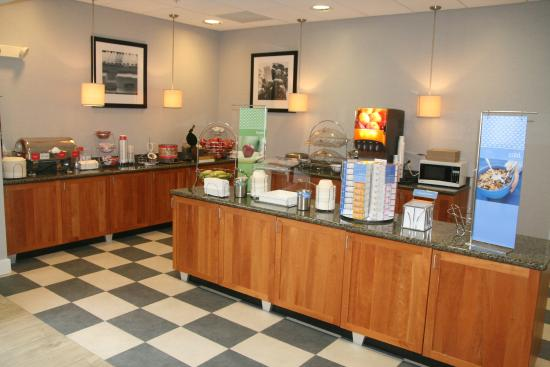 Hampton Inn Sayre: Breakfast Area