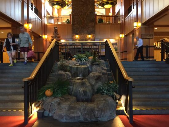 The Steamboat Grand: Entrance
