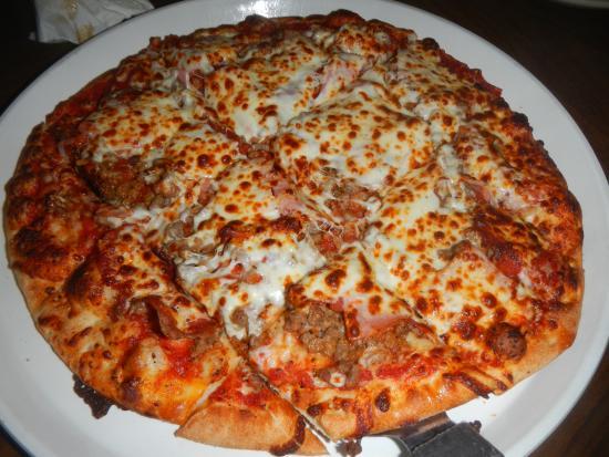 Oscar's Pizza and Sports Grille: Meat Lover's Pizza