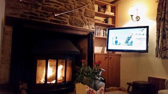 Oddington, UK: Cosy night in by the fireside