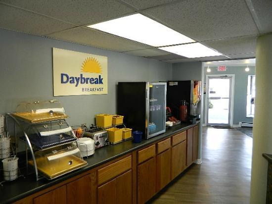 Days Inn by Wyndham Durango : Breakfast Bar
