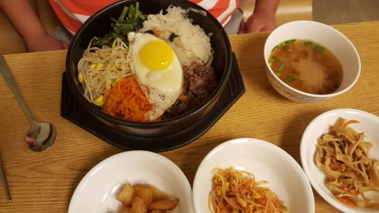 Seoul Bistro: My friend's bowl, im getting this next time