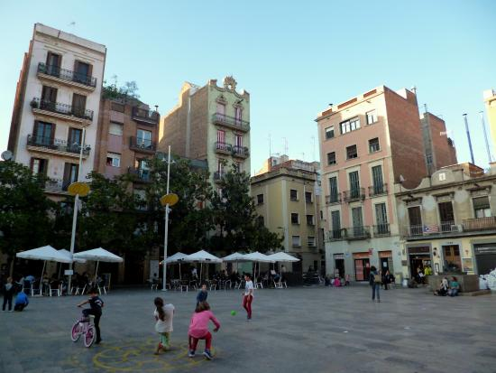 Placa del sol picture of plaza del sol barcelona for Plaza del sol