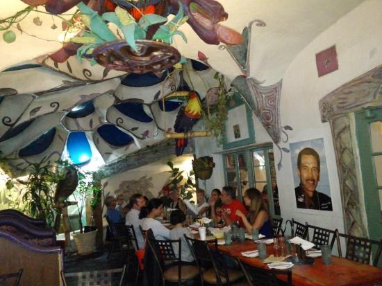 Charming Los Olivos: Interior Courtyard