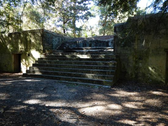 Fort Fremont: Stairs to top of battery
