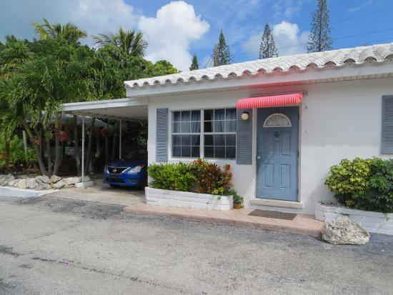 Blue Waters Motel: The cute carport