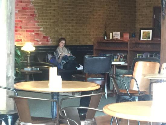 Dallas, OR: Reading area