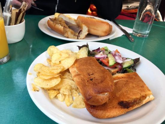 The Rendezvous Cafe: Sandwiches con guarniciones