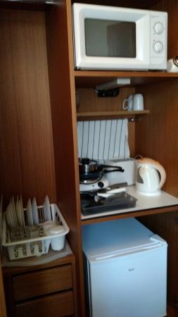 Emporio Prague Apartments: Cozinha improvisada