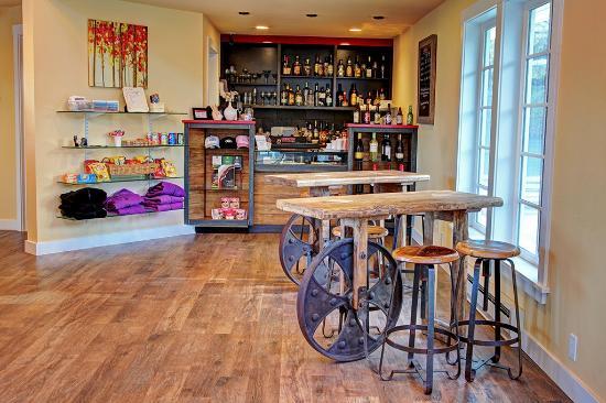 Anacortes Ship Harbor Inn: Full Bar