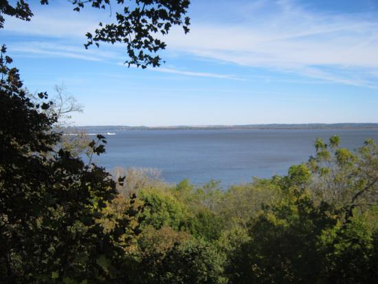 Wide River Winery: Mississippi River From Bluff Trail