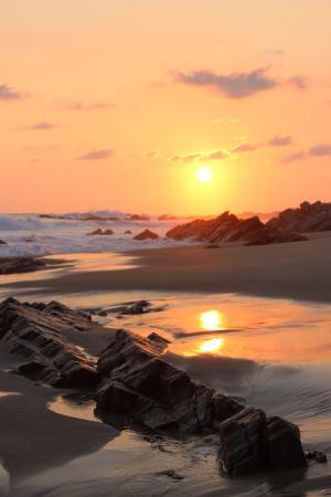 Gecko Rock Resort: Sunset on the beach.