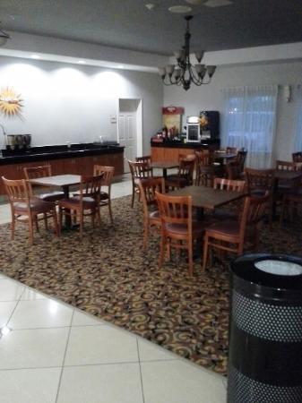 La Quinta Inn & Suites Orange: Breakfast Area