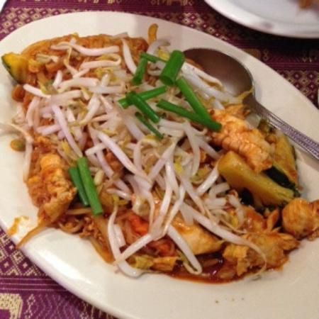 Naung Mai Thai Kitchen : パッタイ