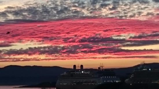 Esquimalt, Canadá: Erie looking sunset from the park.
