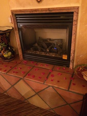 Avila La Fonda Hotel: Working fireplace