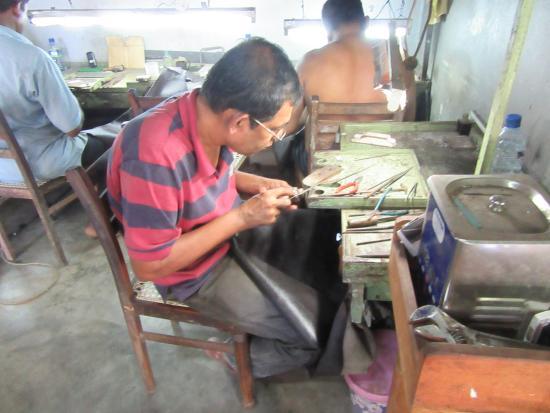 Bentota, Sri Lanka: Handmade jewelry.