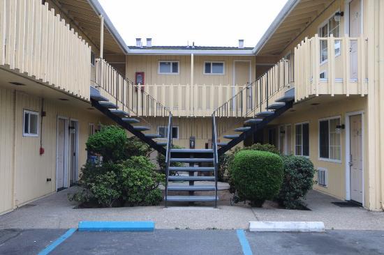 Gateway Thunderbird Motel: Внутренний двор мотеля