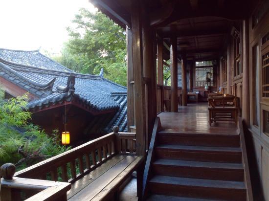 Zen Garden Hotel (Wuyi Yard): Multi level rooms