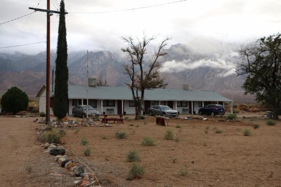Rustic Oasis Motel: Вид на жилой корпус мотеля