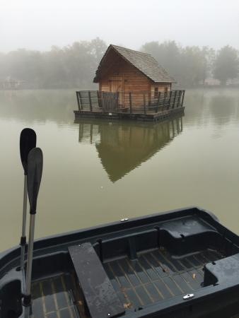 Ain, France : chemin pour aller a la cabane