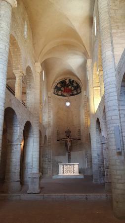 Spoleto, Italia: Interior de la Basílica de Santa Eufemia