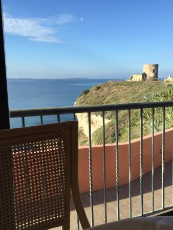 Santa Caterina di Pittinuri, Itália: Vue de la chambre superbe , ça vaut le détour. Très belle piscine Restaurant vue sur la mer  Idé