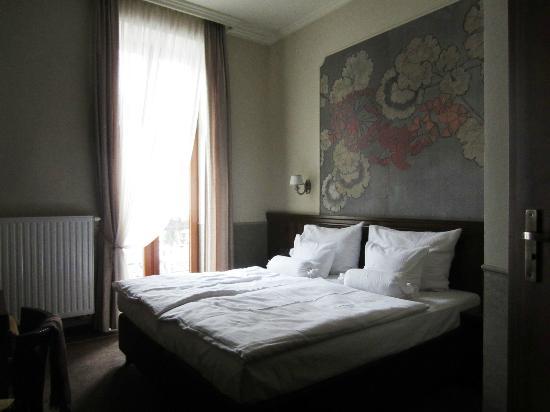 Amber Hotel: Habitación