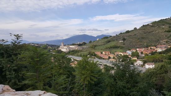 Сполето, Италия: Vista descendiendo por las escaleras mecánicas