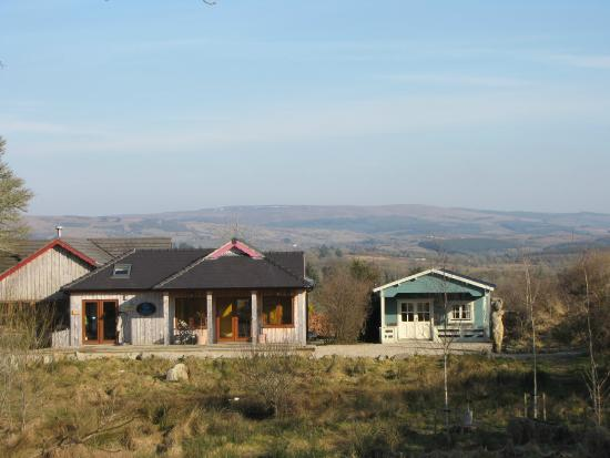 Dromahair, Irland: Cabins and surrounding area