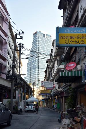 Bossotel Bangkok: Street near hotel
