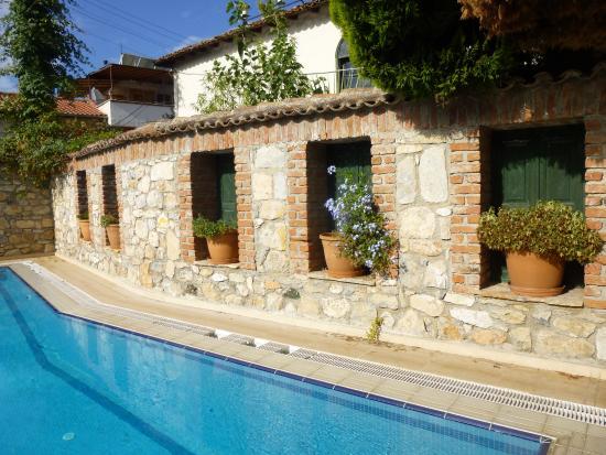 Hotel Akay: Sfeervol en rustig bij het zwembad.