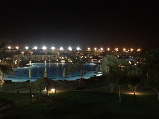 Hilton Sharks Bay Resort: Deluxe side at night