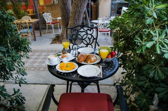 Jerusalem Garden Home : Breakfast