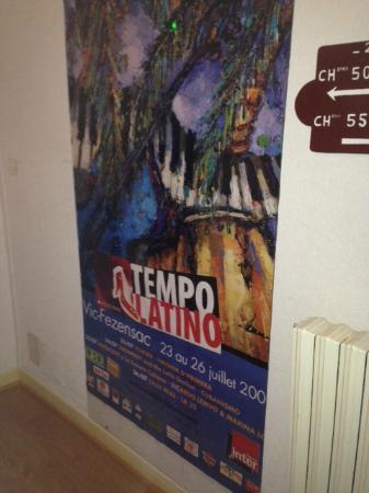Castera-Verduzan, Frankrig: Toujours les mêmes affiches partout